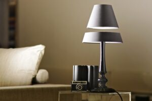 Highlight your Home Decor with Quilts and Lamp Design
